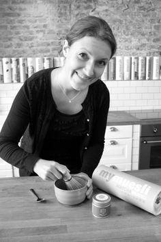 Bei Katharina (Performance Manager) landet alles auf dem Teller, was gesund ist. Grüner Matcha passt da wirklich perfekt.  Katharina (Performance Manager) always eats clean and healthy. Isn't green matcha a perfect fit?