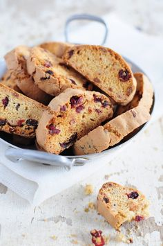 Biscottis aux pignons et cramberries Biscuits, Skillet Cookie, Biscuit Cookies, Brownie Bar, Cooking Time, Scones, Tea Time, Tart, French Toast