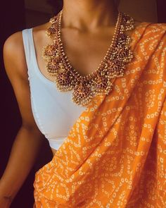 indian designer wear Adoring this pretty Saree from this morning. If you want a list of websites where you can Shop sarees from, check out Indian Attire, Indian Wear, Indian Outfits, Trendy Sarees, Stylish Sarees, Simple Sarees, Indische Sarees, Saree Jewellery, Saree Trends