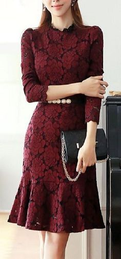 Beelden van lange jurken met kant Best Picture For REd dress classy For Your Taste You are looking for something, and it is going to tell you exactly Simple Dresses, Pretty Dresses, Beautiful Dresses, Short Dresses, Formal Dresses, Dress Skirt, Lace Dress, Dress Up, Peplum Dresses