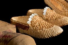 Loafers, Lisa Telford, Haida, Red and yellow cedar bark, abalone buttons. Burke Museum Purchased with funds donated by Lawrence Christian. Flax Weaving, Weaving Art, Loom Weaving, Basket Weaving, Bamboo Art, Stiletto Shoes, Slipper Boots, How To Make Shoes, Native Art