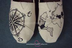 Mondo e viaggi bussola mappa TOMS Shoes in nero  di ibleedheART