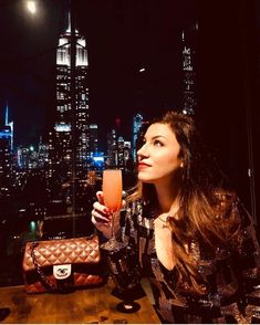 Clear night calls for a celebration. Rooftop Bars Nyc, Marceline, Empire State Building, Champagne, Celebration, Night