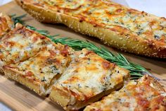 This Roasted Garlic Rosemary Cheese Bread works equally well an a delicious appetizer, side dish or meatless entree. Hi Everyone! …