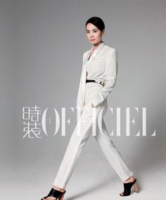 Chinese pop singer Faye Wong posed rather casually on L'Officiel magazine. Faye Wong, Measure Ring Size, Power Dressing, Beautiful Voice, Pop Singers, Dress Codes, Editorial Fashion, Vintage Inspired, Personal Style