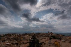 Tetti & nuvole  #igworldclub #igs_europe #toscane #igersitalia #superhubs #wanderlust #picture_to_keep #perlestradedisiena #siena #igerssiena #igersiena #ig_siena #aroundsiena #volgosiena