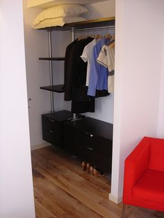 ikea Closet with no doors, saves space! Cake Cafe, Ikea Closet, Dressing Rooms, Space Saving, Closets, Future House, Guest Room, Pantry, Nest
