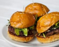Mini burgers maison : http://www.fourchette-et-bikini.fr/recettes/recettes-minceur/mini-burgers-maison.html
