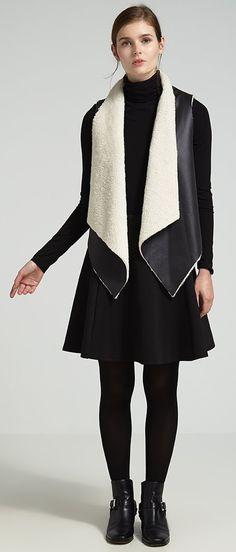 Hübsches Outfit mit der stylischen Weste in Schwarz von Even&Odd. Mit dem Lederlook und dem Fellimitat sorgt diese Weste für einen super stylischen Look. - ab 39,95€