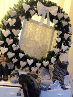 Nuova vetrina!!❤ ️tantissime nuove idee per i vostri regali di Natale...e una promozione su tue le bag mini bag e pochette!!!
