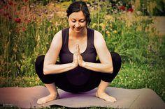 Ab in die Hocke beim Schwangeren-Yoga