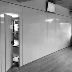 Gym rooms divided by the movable partition Rolling Wall  //   ---   //  Palestra romana sceglie di dividere le sue sale attrezzi con la Rolling Wall