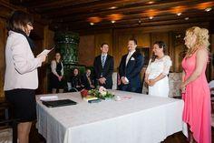 Zivile Trauung im Schloss Greifensee Wedding Destinations, Destination Wedding, Place To Shoot, Group Shots, Female Poses, Bridesmaid Dresses, Wedding Dresses, Love At First Sight, Wedding Groom