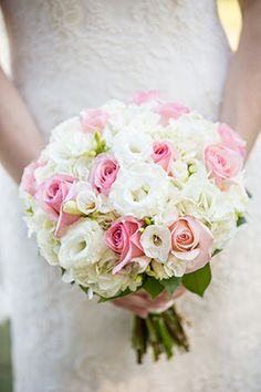 Soft & romantic wedding bouquet #hiltonhead // Photo By: http://ellisphotostudio.com