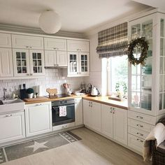 30 Designs Perfect for Your Tiny Kitchen White Kitchen Cabinets Designs Kitchen kitchencabinetskitchenrugskitchenide Perfect Tiny Kitchen Room Design, Kitchen Interior, New Kitchen, Kitchen Decor, Kitchen Storage, Kitchen White, Kitchen Modern, Kitchen Ideas, Kitchen Small