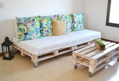 My Fun Time : Bienvenidos a mi casa Diy Storage Under Bed, Pallet Home Decor, Diy Home Decor, Home, Home Diy, Indian Bedroom Decor, Diy Home Decor Projects, Pallet Furniture Bedroom, Home Decor