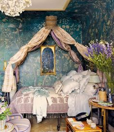 beautiful canopied bedroom