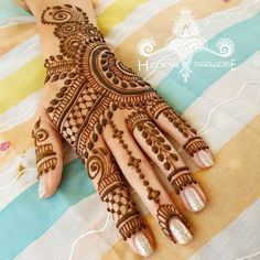 For all lovely ladies, we've collected some beautiful yet simple henna designs for hands to flaunt your beauty on occasions. Adorning the hands with Henna Designs Feet, Simple Arabic Mehndi Designs, Dulhan Mehndi Designs, Bridal Henna Designs, Mehndi Design Pictures, Latest Mehndi Designs, Beautiful Henna Designs, Simple Mehndi Designs, Mehndi Designs For Hands