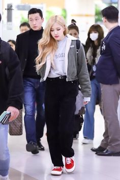 Find images and videos about fashion, rose and blackpink on We Heart It - the app to get lost in what you love. Fashion Idol, Blackpink Fashion, Fashion 2020, Star Fashion, Daily Fashion, Petite Fashion, Curvy Fashion, Fashion Trends, Korean Airport Fashion