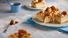 Mraky so slaným karamelom/clouds with salty caramel sauce Lidl, Sweet Recipes, Camembert Cheese, Tea Time, Ale, Waffles, Caramel, Cheesecake, Sweets