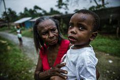 Mosquito battle #documentalphotography #photojournalism #photojournal #pacific #peopleoftheworld #humanity #kids #grandma #documenting #socialdocumentary #sociallandscape #colombianphotojournalist #visualstorytelling #villamilvisuals by villamilvisuals