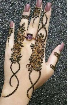 Simple Mehendi designs to kick start the ceremonial fun. If complex & elaborate henna patterns are a bit too much for you, then check out these simple Mehendi designs. Eid Mehndi Designs, Mehndi Designs Finger, Latest Arabic Mehndi Designs, Stylish Mehndi Designs, Mehndi Designs For Girls, Mehndi Design Photos, Henna Designs Easy, Mehndi Designs For Fingers, Beautiful Mehndi Design