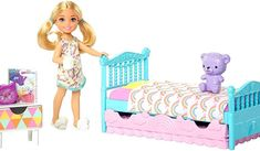 Chelsea dolls and toys encourage imaginations to explore the world with fun themes kids love, like this bedroom doll and playset inspired by the animated series Barbie dream house adventures. Dreamhouse Barbie, Mattel Barbie, Barbie Doll Set, Barbie Chelsea Doll, Barbie Bedroom, Accessoires Barbie, Club Chelsea, Barbie Playsets, Barbie Doll Accessories
