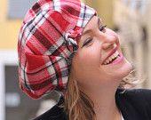 Artículos similares a Mujer sombrero de la boina de tela. Check rojo sombrero de tela. Boina de tela de lana. Boina francesa. Slouchy beret. Delisa colección. en Etsy