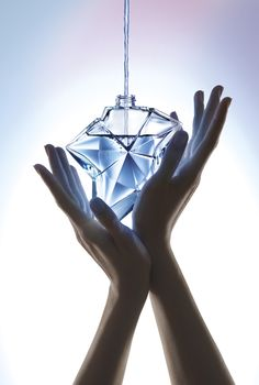 Refilling hands Angel EDP by Thierry Mugler