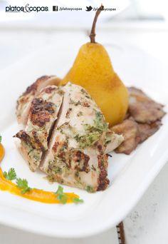 Revista PlatosyCopas // Pechuga de pollo asada y marinada, pera pochada, champiñones ostra a la plancha y salsa de zapallo camote asado.