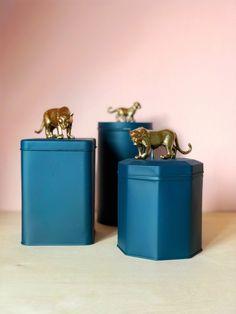 Budget DIY: koffieblik met gouden luipaard Compost, Diy For Kids, Diys, Budget, Canning, Bricolage, Do It Yourself, Budgeting, Home Canning