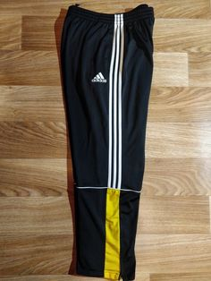 Mens Tracksuit Pants, Tracksuit Tops, Joggers, Sweatpants, Track Pants Mens, Track Suit Men, Adidas Vintage, Adidas Outfit, Cool Jackets