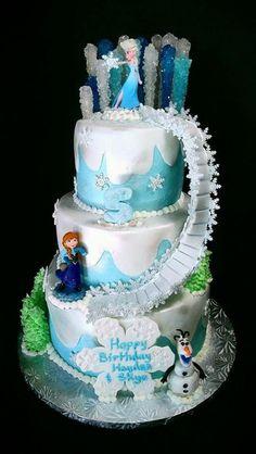 Una temática congelado tarta de cumpleaños que muestra el poder de Elsa