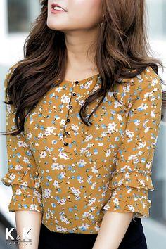 63 ideas sewing patterns tunic skirts for 2020 Kurti Sleeves Design, Kurta Neck Design, Sleeves Designs For Dresses, Dress Neck Designs, Kurta Designs, Blouse Designs, Stylish Dresses, Fashion Dresses, Myanmar Dress Design