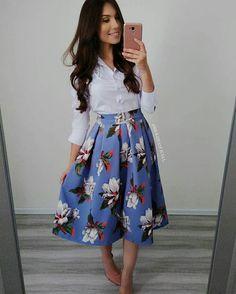 Moda evangelica jovem magrinha 43 new ideas Modest Dresses, Modest Outfits, Classy Outfits, Skirt Outfits, Trendy Outfits, Cute Dresses, Vintage Dresses, Cute Outfits, Work Fashion