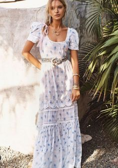 Chances are you're on one side of the fence: you love the Boho style that ruled 2005 or are sick … Hippie Style, Bohemian Style, Boho Chic, Hippie Chic, Bohemian Gypsy, Beautiful Dresses, Nice Dresses, Maxi Dresses, Boho Ootd