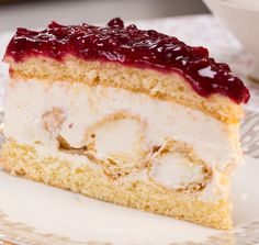 Windbeutel-Torte mit Rote Grütze