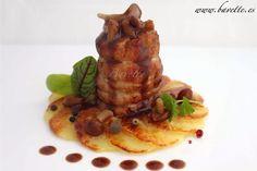 Solomillo de cerdo ibérico sobre flor de patatas y salsa de hongos, con esencia de pino.