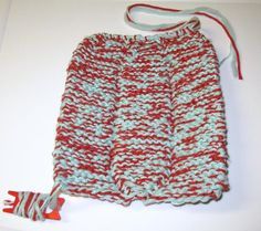Voici un modèle de pantoufles chaudes et très confortables ! Elles se tricotent en fil triple (avec 3 fils en même temps). Version imprimable / Print Version Voici l'endroit de la pantoufle&#… Crochet, Drawstring Backpack, Voici, Blouse, Caramel, Deco, Fashion, Over Knee Socks, Knitted Slippers