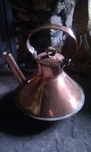 Browse our Antique Copper Kettles. Antique Copper Kettles from British antique dealers, genuine copper kettles shipping throughout the UK and worldwide. Sticks Furniture, Victorian Life, Copper Kitchen, Iron Decor, Antique Copper, Wood Art, Precious Metals, Cast Iron, Vintage Antiques
