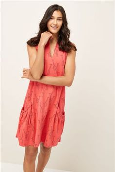 c5818c3312ca95 Coral Giraffe Print Sleeveless Pocket Dress