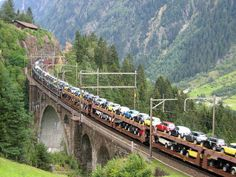 All aboard the Mini train Mini Countryman, Mini Clubman, Mini Driver, Old Steam Train, Morris Minor, Mini Cooper S, Mini Things, Train Tracks, Small Cars
