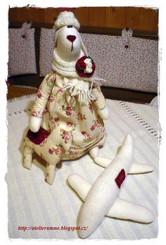 paní Zaječice s dárky pro Lynn