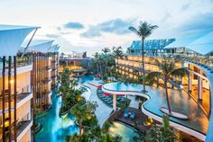 Le Méridien Bali Jimbaran is a 5 star luxury hotel, offering lavish accommodation furnished with modern amenities. It is an ideal location to explore Bali which is steps away from the pristine Jimbaran Bay.