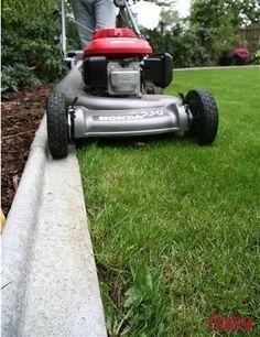 Risultati immagini per grafit marksten vitt hus Lawn Edging, Garden Edging, Garden Borders, Garden Paths, Lawn And Garden, Landscape Curbing, Lawn And Landscape, Landscape Edging Stone, Back Gardens