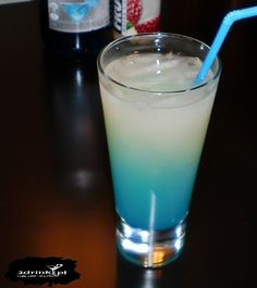 Smerf w czapce 50 ml ginu białe Frugo 20 ml soku z cyt… My Favorite Food, Favorite Recipes, My Favorite Things, 20 Ml, Blue Curacao, Glass Of Milk, Alcoholic Drinks, Smoothie, Food And Drink