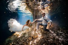 Epic underwater wedding image from Mexico