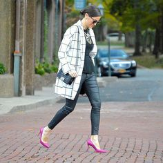 On the Grid@alina2189makes a stylish statement in a windowpane-patterned coat, coated jeans, and a pair of knockout fuchsia pumps