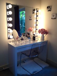 I so want this ikea malm desk and a vanity mirror I'm in love!!!