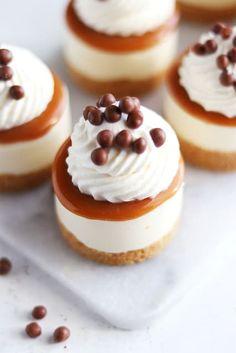 No bake salt karamell cheesecake Christmas Cake Topper, Christmas Cupcakes, How To Make Marzipan, Marzipan Fruit, Salty Cake, Kitchen Stories, Recipe For 4, Cake Pans, Clean Eating Snacks